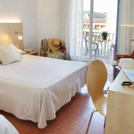 habitacion-triple-hotel-bellrepos